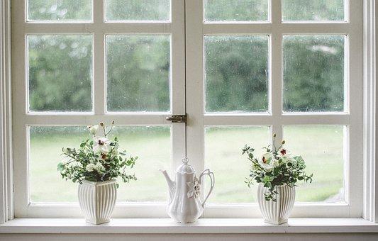 Mycie okien – przepis na naturalny płyn do szyb