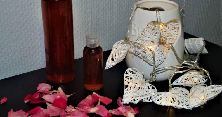 Zrób sobie rewelacyjny kosmetyk – przepis (DIY) na wodę różaną