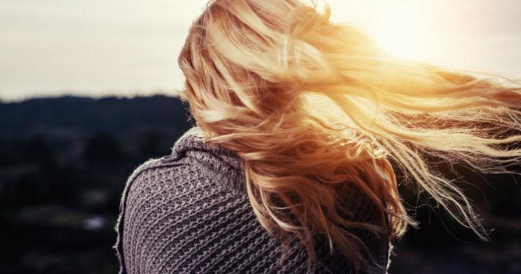 Jak dbać o włosy zimą + przepis na maseczkę do włosów